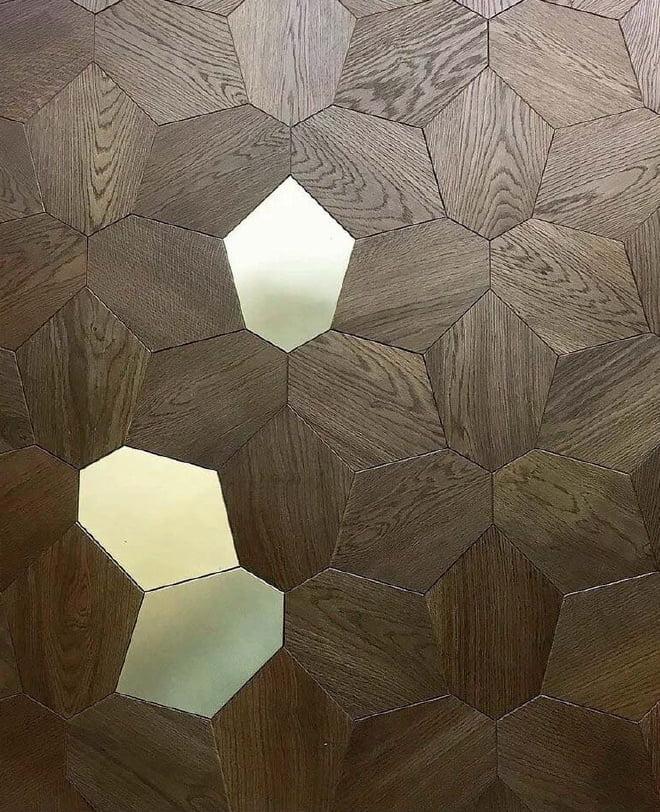 Paneles diseñados a medida y combinaciones de metal y madera